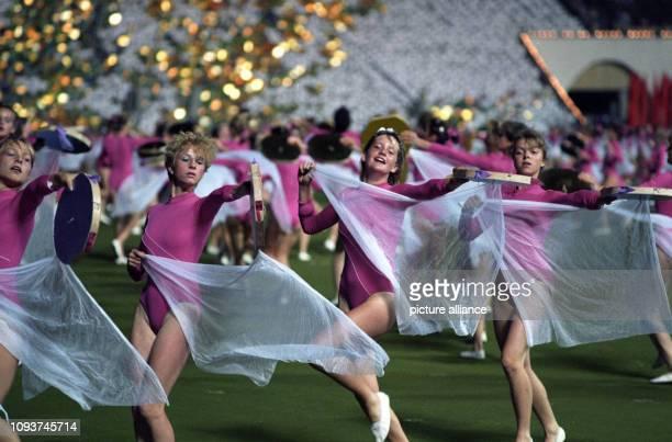 Vom 27 Juli bis 2 August 1987 findet in Leipzig das VIII Turn und Sportfest der DDR und die XI Kinder und Jugendspartakiade statt sportliche Eleganz...