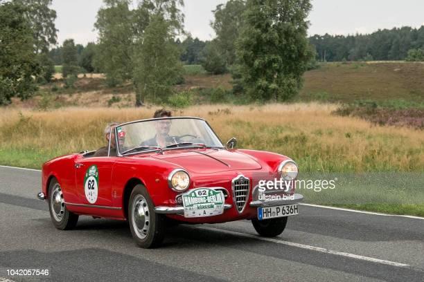 Von 10 AutoBild Klassik HamburgBerlin vom 24 Gemarkung Undeloh in der Lüneburger Heide Im Foto Alfa Romeo Giulietta Spider Bj1961 ccm1281 PS80