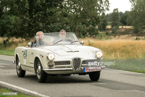 Von 10 AutoBild Klassik HamburgBerlin vom 24 Gemarkung Undeloh in der Lüneburger Heide Im Foto Alfa Romeo Spider 2000 Touring Bj1959 1980ccm PS115
