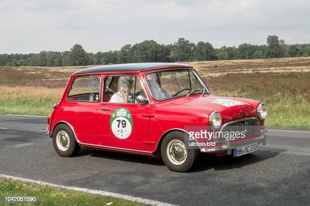 Von 10. Auto-Bild Klassik Hamburg-Berlin vom 24.- Gemarkung Undeloh in der Lüneburger Heide. Im Foto: Austin Mini Cooper S Bj.1966 ccm1275 PS78