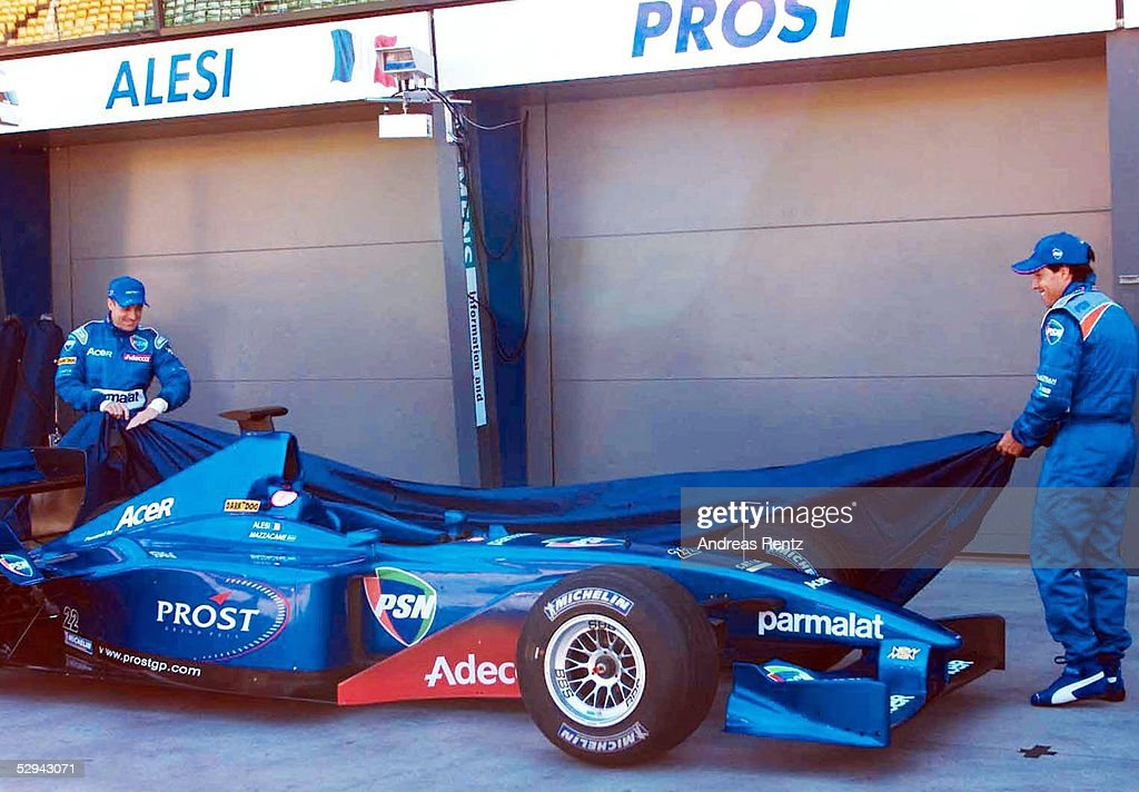 FORMEL 1 GP von AUSTRALIEN 2001: PROST PEUGEOT PRAESENTATION : News Photo