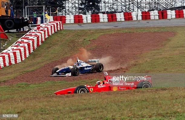 GP von BRASILIEN 1997 Sao Paulo Jacques VILLENEUVE im Gras/vorn Michael SCHUMACHER
