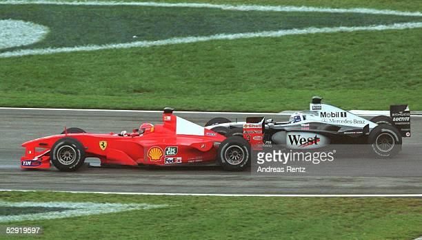 Von der USA 2000 Indianapolis; Michael SCHUMACHER/FERRARI ueberholt David COULTHARD/McLaren Mercedes