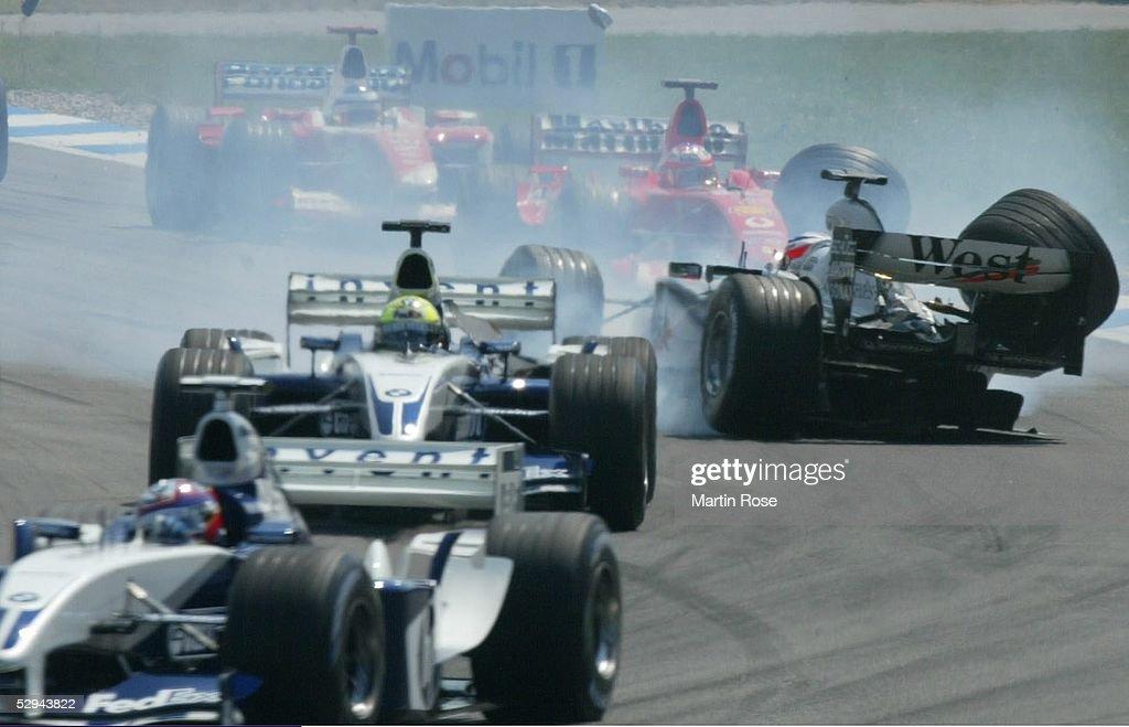 GP von Deutschland 2003, Hockenheim; Crash Startunfall zwischen Ralf SCHUMACHER/GER - BMW Williams - (links vorne), Kimi RAEIKKOENEN/FIN - Mercedes McLaren - (rechts) und Rubens BARRICHELLO/BRA - Ferrari -