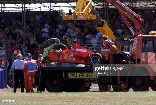 GP von ENGLAND 1999 Silverstone Der Wagen von Michael SCHUMACHER wird abtransportiert
