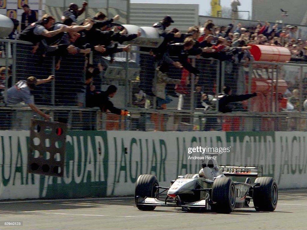 FORMEL 1: GP von ENGLAND 2000 in Silverstone : News Photo