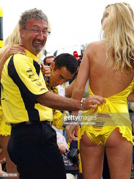 GP von EUROPA 2002 am Nuerburgring TEAMCHEF Eddie JORDAN mit einem Girl