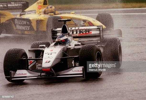 Von FRANKREICH 1999 Magny Cours; Mika HAEKKINEN/McLAREN MERCEDES vor Heinz-Harald FRENTZEN/JORDAN MUGEN HONDA