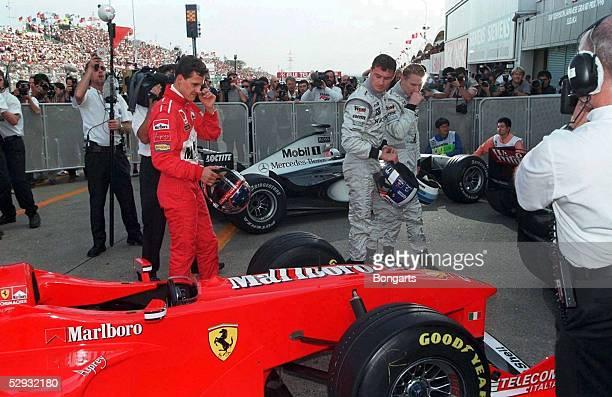 Von JAPAN 1998, Suzuka; Michael SCHUMACHER/Ferrari, David COULTHARD und Weltmeister Mika HAEKKINEN/McLaren Mercedes