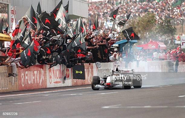Von JAPAN 1998, Suzuka; Weltmeister Mika HAEKKINEN/FIN - McLaren Mercedes -