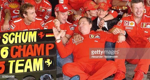 GP von Japan 2003 Suzuka Luca BADOER Rubens BARRICHELLO Jean TODT Michael SCHUMACHER Corinna SCHUMACHER Ross BRAWN /Ferrari