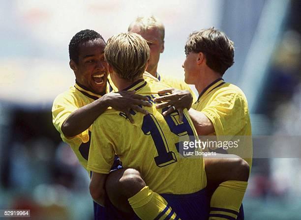 WM 1994 Achtelfinale Dallas/USA SAUDI ARABIEN SCHWEDEN 13 JUBEL von Martin DAHLIN und Kennet ANDERSSON nach dem Tor zum 01