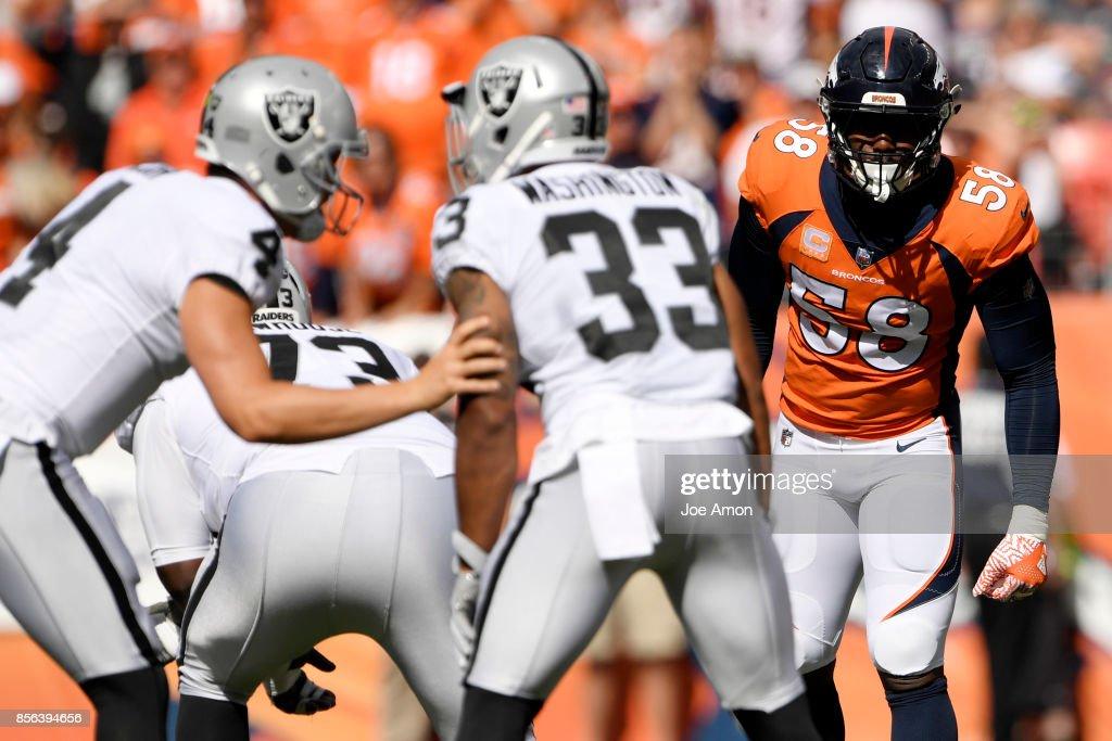 Denver Broncos vs. against the Oakland Raiders NFL Week 4 : News Photo