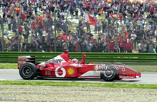 GP von SAN MARINO 2002 Imola SIEGER Michael SCHUMACHER/GER FERRARI vor den Fans