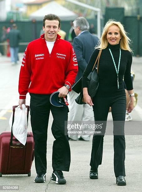 GP von San Marino 2003 Imola Olivier PANIS/FRA Toyota mit Begleitung