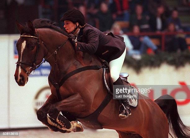 Von SCHLESWIG-HOLSTEIN 2000 in Neumuenster; CSI-A/CDI-W 50. HOLSTENHALLEN REITTURNIER NEUMUENSTER 2000; Helena WEINBERG/GER auf Kasting Horses Vento