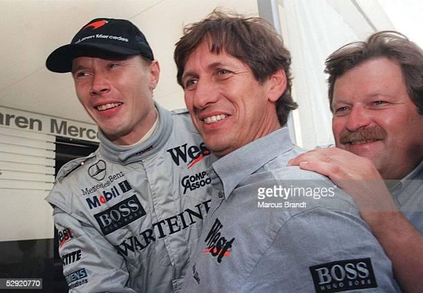 Von SPANIEN 1998 Barcelona am 10.05.98, Mikka HAEKKINEN, Mario ILLIEN , Norbert HAUG /McLaren Mercedes