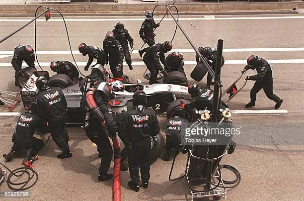 GP von SPANIEN 1999 Barcelona David COULTHARD/MCLAREN MERCEDES beim Boxenstopp