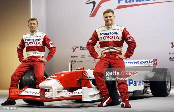 PRAESENTATION von TOYOTA 2001 Koeln EINSTIEG von TOYOTA in die Formel 1 Allan McNISH/GBR Mika SALO/FIN
