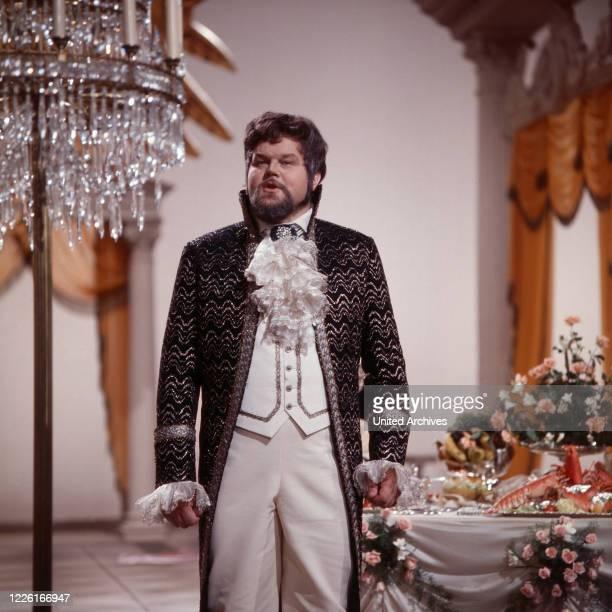 """Von uns für Sie, Show mit klassischer Musik, Deutschland 1969, Mitwirkender: Martti Talvela, finnischer Opernsänger, singt aus """"Eugen Onegin"""" von..."""