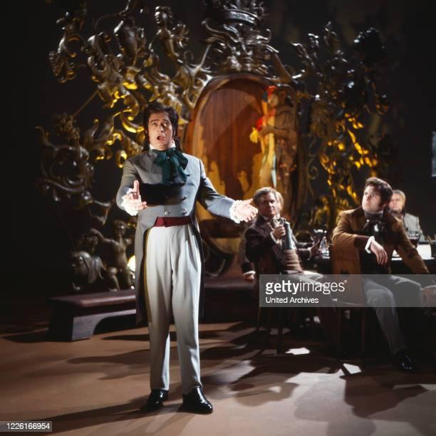 """Von uns für Sie, Show mit klassischer Musik, Deutschland 1969, Mitwirkender: Sandor Konya, ungarischer Opernsänger, singt aus """"Hoffmanns Erzählungen""""..."""