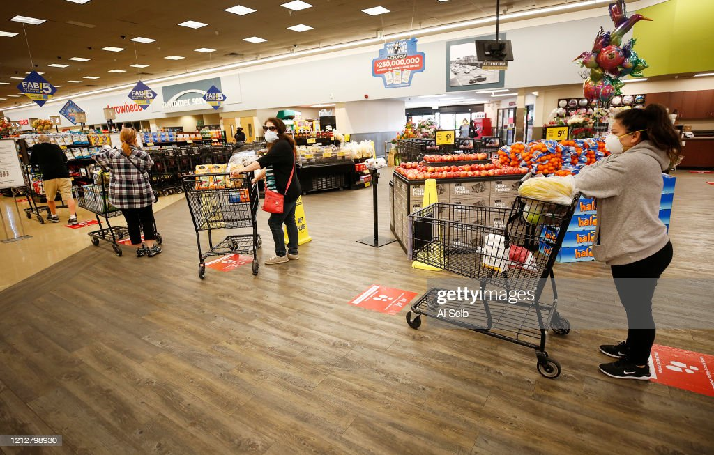 Dawn to dusk story on grocery store workers. Dan Graves store director of the Vons located at 24325 Crenshaw Blvd in Torrance starts the day early before doors open at 6 a..m. for seniors and at-risk shoppers due to the Coronavirus. : News Photo