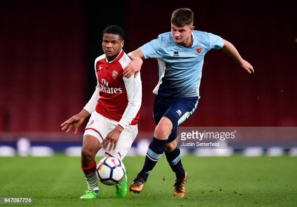 Vontae DaleyCampbell of Arsenal holds off Jack Newton of Blackpool during the FA Youth Cup Semi Final 2nd Leg between Arsenal and Blackpool at...