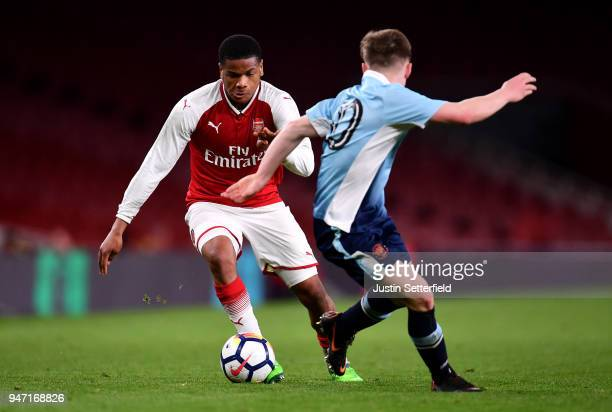 Vontae DaleyCampbell of Arsenal in action during the FA Youth Cup Semi Final 2nd Leg between Arsenal and Blackpool at Emirates Stadium on April 16...