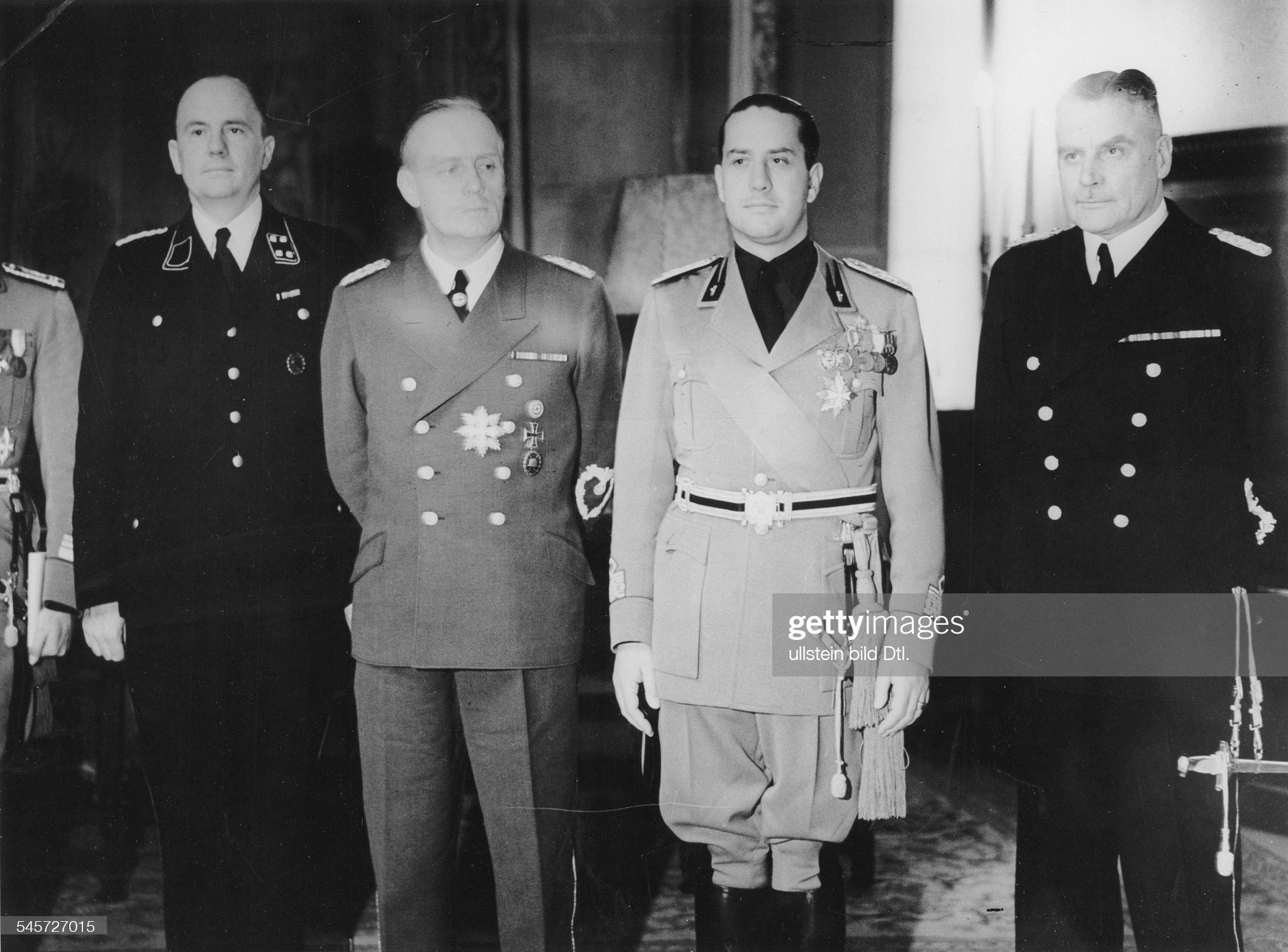 Wiener Schiedsspruch - Dolmetscher Schmidt, Ribbentrop, Graf Ciano u. v. Mackensen in Wien : Nachrichtenfoto