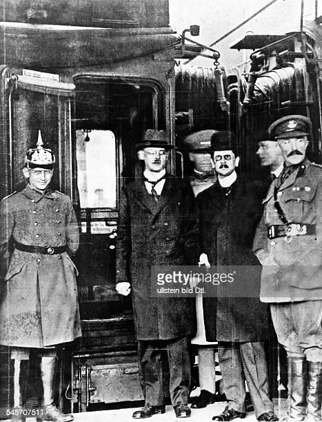 Vor der Abfahrt nach Versailles Hermann Müller 1919