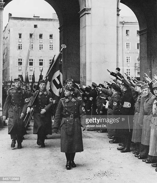 Vorbeimarsch der Legion vor SAStabschefViktor Lutze in Salzburg Ende März 1938