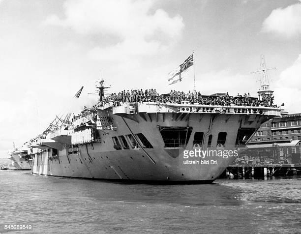 Vorbereitungen zur anglo-französischen Intervention im Suez-Gebiet:Der britische Flugzeugträger `Theseus` verlässt mit Soldaten der 16th independant...