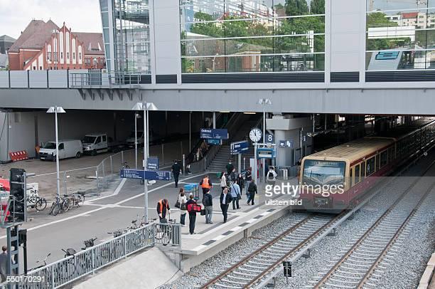Vorübergehend wird dieser neu erbaute Regionalbahnsteig am Bahnhof Ostkreuz für die SBahnzüge aus Richtung Strausberg genutzt bis der neue SBahnsteig...