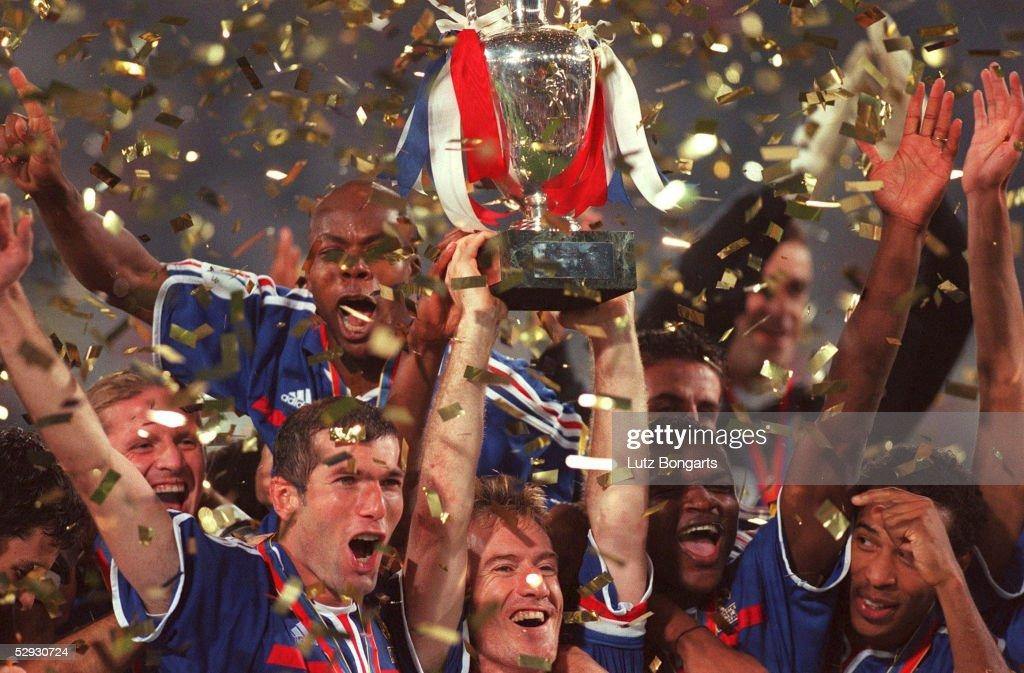 EURO FINALE 2000: EUROPAMEISTER 2000 FRANKREICH : News Photo