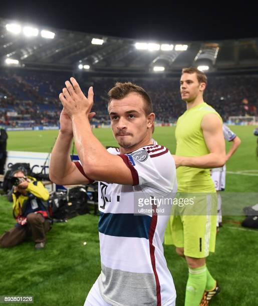 FUSSBALL CHAMPIONS LEAGUE SAISON 2014/2015 Vorrunde AS Rom FC Bayern Muenchen Schlussjubel FC Bayern Muenchen Xherdan Shaqiri mit Beifall fuer die FC...