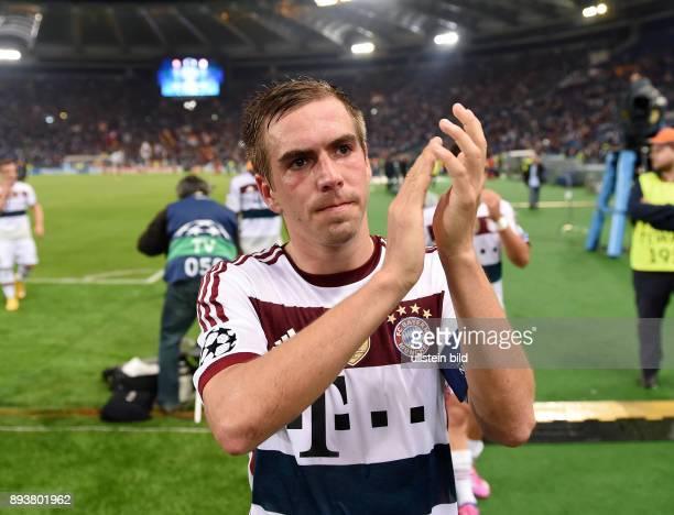 FUSSBALL CHAMPIONS LEAGUE SAISON 2014/2015 Vorrunde AS Rom FC Bayern Muenchen Schlussjubel FC Bayern Muenchen Philipp Lahm mit Beifall fuer die FC...