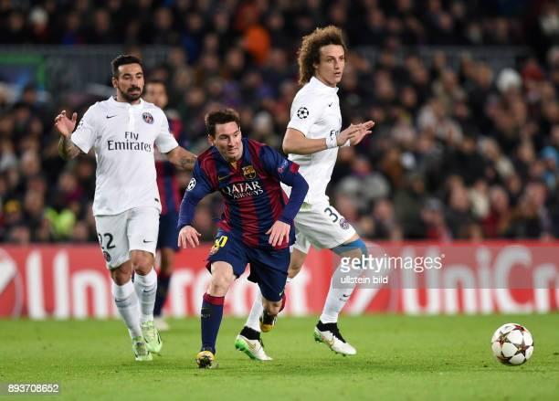 FUSSBALL CHAMPIONS LEAGUE SAISON 2014/2015 Vorrunde FC Barcelona Paris St Germain Lionel Messi gegen David Luiz beobachtet von Ezequiel Lavezzi