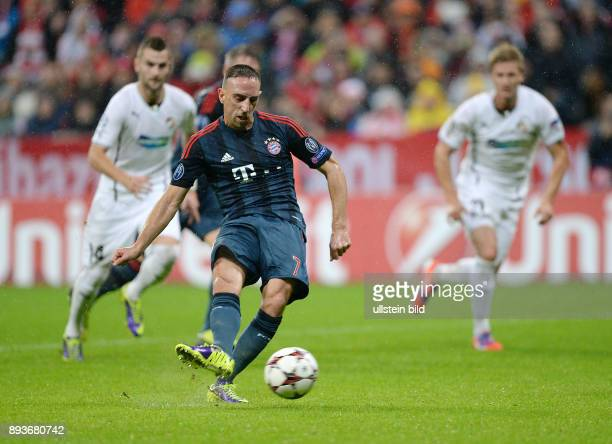 FUSSBALL CHAMPIONS LEAGUE SAISON 2013/2014 Vorrunde FC Bayern Muenchen FC Viktoria Pilsen Franck Ribery erzielt hier das Tor per Elfmeter zum 10