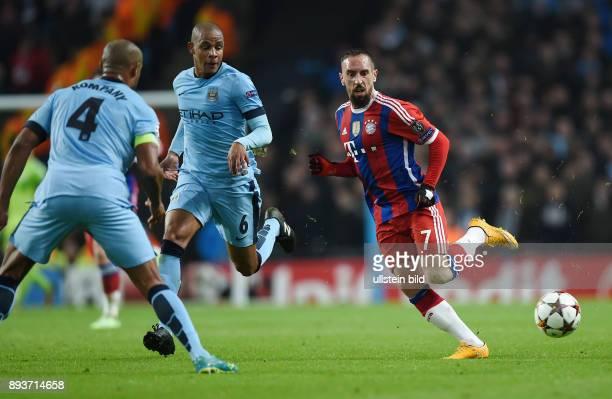 FUSSBALL CHAMPIONS LEAGUE SAISON 2014/2015 Vorrunde Manchester City FC Bayern Muenchen Franck Ribery gegen Fernando und beobachtet von Vincent Kompany