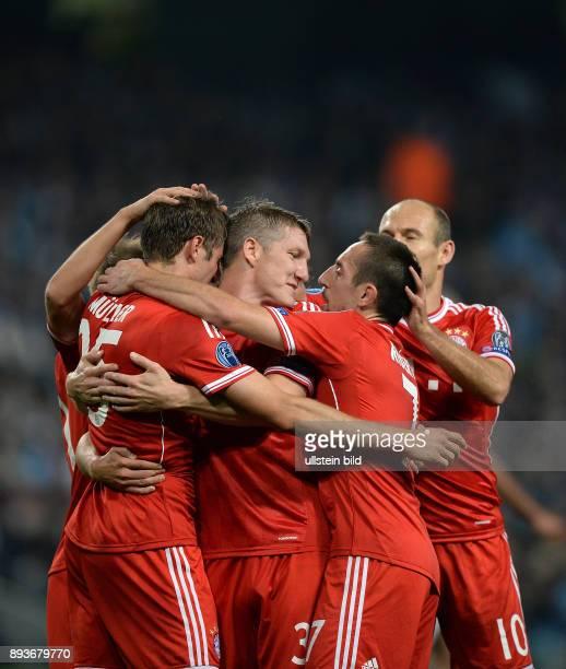 FUSSBALL CHAMPIONS LEAGUE SAISON 2013/2014 Vorrunde Manchester City FC Bayern Muenchen Bayern Muenchen Torschuetze zum 02 Thomas Mueller wird von...