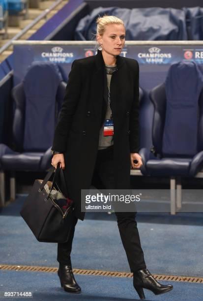 FUSSBALL CHAMPIONS LEAGUE SAISON 2014/2015 Vorrunde Manchester City FC Bayern Muenchen Teammanagerin Kathleen Krueger