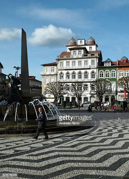 Vorschau auf die EM 2004 in Portugal Guimaraes Stadtfeature