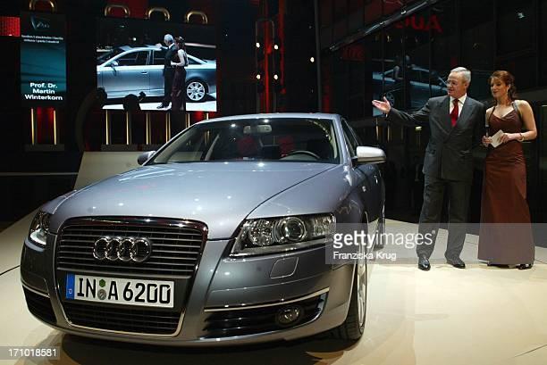 Vorsitzender Des Vorstandes Der Audi Ag Dr Martin Winterkorn Und Moderatorin Monica Lierhaus Bei Der Weltpremiere Des Neuen Audi A6 Im Energieforum...
