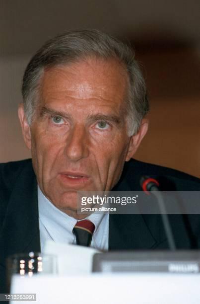 Vorstandsvorsitzender der Hoechst AG, Diplomchemiker und Professor für Chemie an der Frankfurter Universität, aufgenommen am 4. März 1993.
