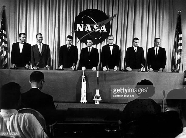 Vorstellung der 'MercurySeven' den sieben Astronauten für das Raumfahrtprogramm 'Mercury' der NASA vlnr Walter M Schirra Alan B Shepard Virgil I...