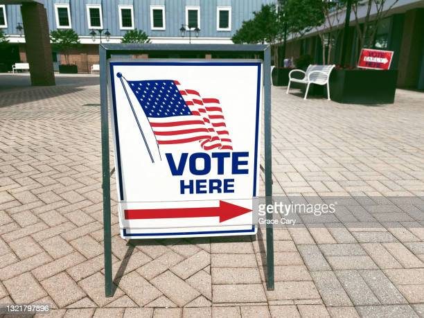 """""""vote here"""" directional sign outside of polling place - midterm election stock pictures, royalty-free photos & images"""