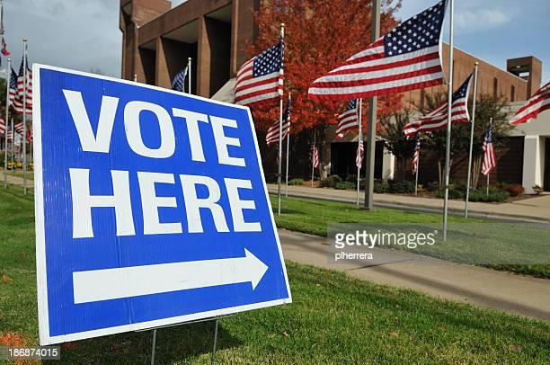 VOTEZ ICI symbole avec drapeau américain en arrière-plan