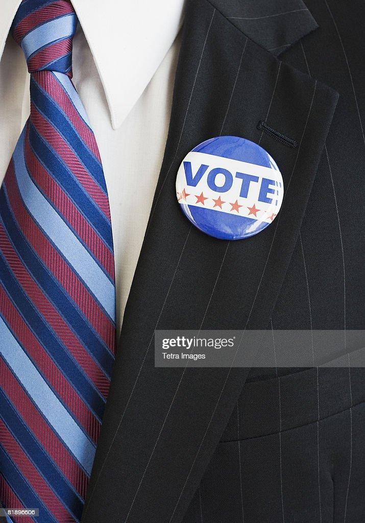 Vote pin on man?s lapel : Foto de stock