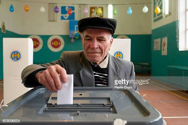 A voter casts his ballot on November 13 2016 in Calfa Moldova Moldovans cast their votes on Sunday in a presidential election for the first time in...