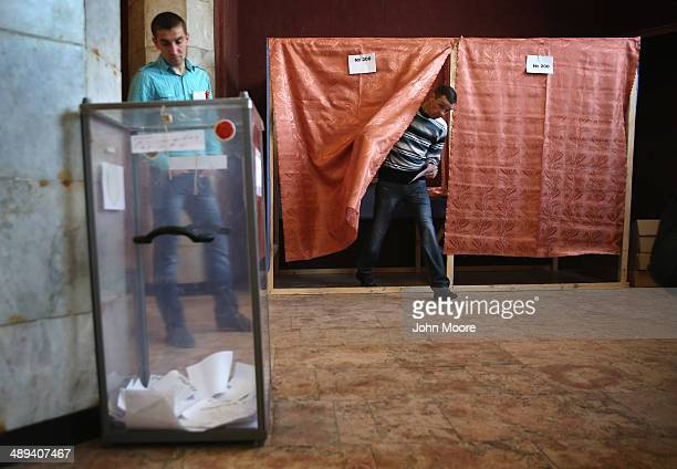 A voter prepares to cast his vote in eastern Ukraine's independence referendum on May 11 2014 in Slovyansk Ukraine ProRussian communities in eastern...